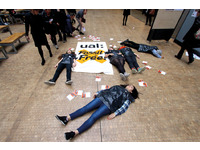 [http://ualresearchonline.arts.ac.uk/11525/4.hasmediumThumbnailVersion/Divest%20UAL%20Die-In.jpg]